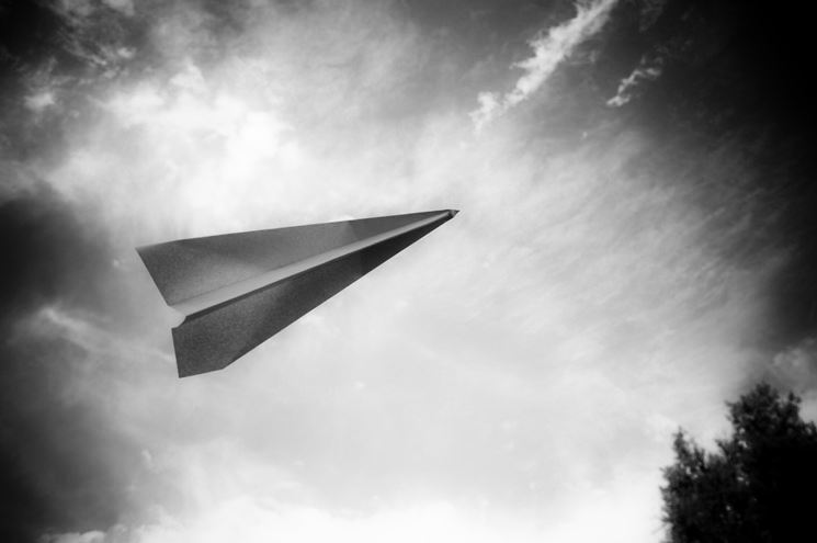 aereo-di-carta-che-plana-a-lungo_NG1bn
